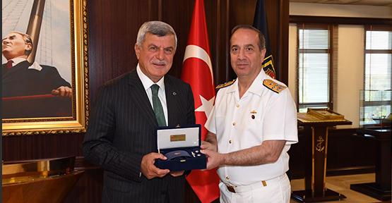 Başkan Karaosmanoğlu, Donanma ve EDOK Komutanını ziyaret etti