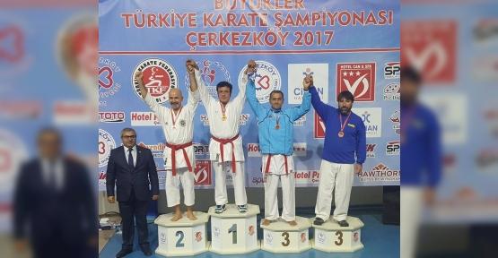 KAĞITSPORLU KARATECİLERDEN 4 DERECE