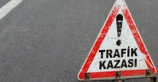 OTOMOBİL BARİYERLERE GİRDİ