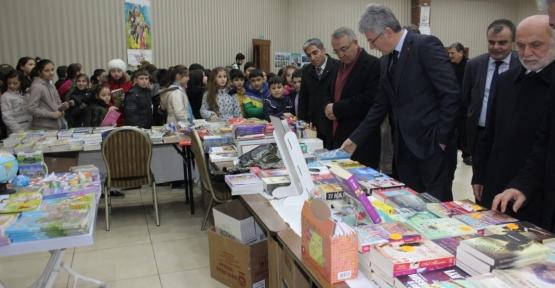 """GÖLCÜK OKUYOR"""" KİTAP VE İMZA GÜNLERİ BAŞLADI"""