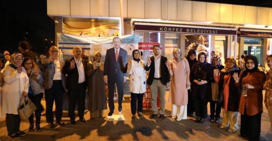 AK Parti Sahilde Stant  Açtı