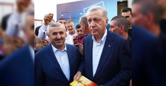 Baran, Şiir Kitabını  Erdoğan'a Ulaştırdı