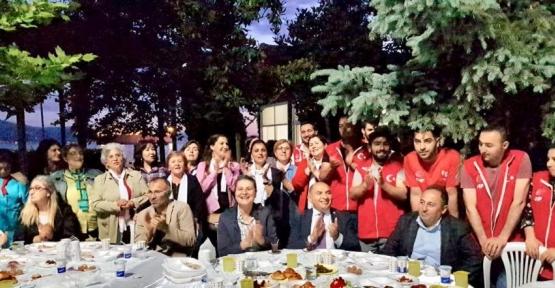 CHP YARIMCA'DA YER SOFRASI KURDU