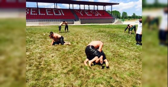 Körfezli Güreşçiler  Hazırlanıyor