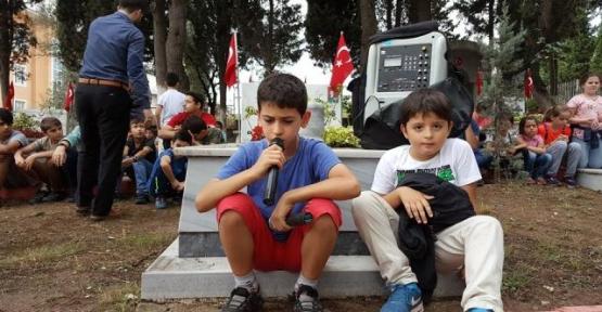 Kur'an Kursu Öğrencilerinden  Şehitlere Ziyaret