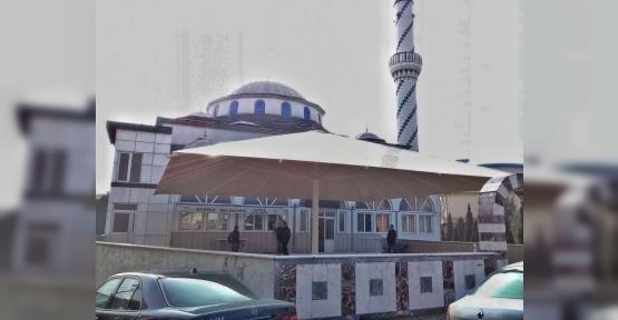 Körfez'de Cami Avlusuna Dev Şemsiye