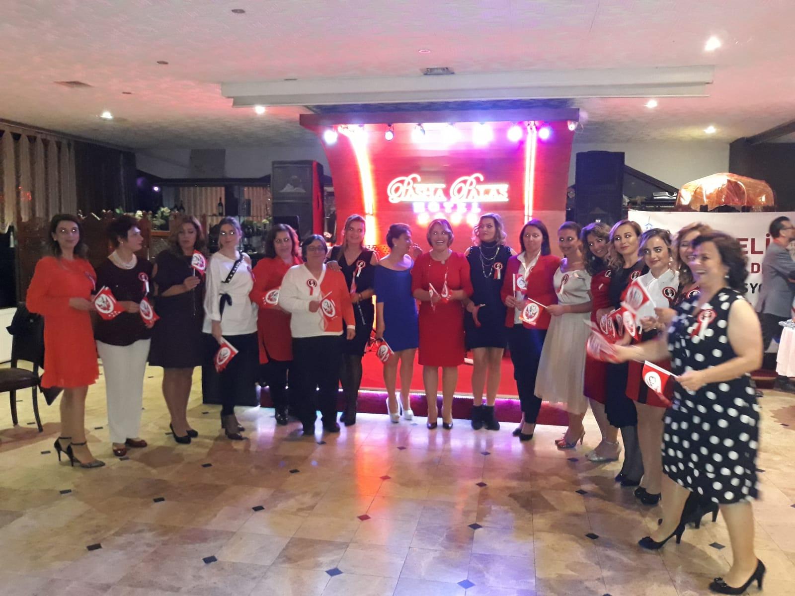 Trabzonlu kadınlar; Cumhuriyet Balosu'nda Buluştu