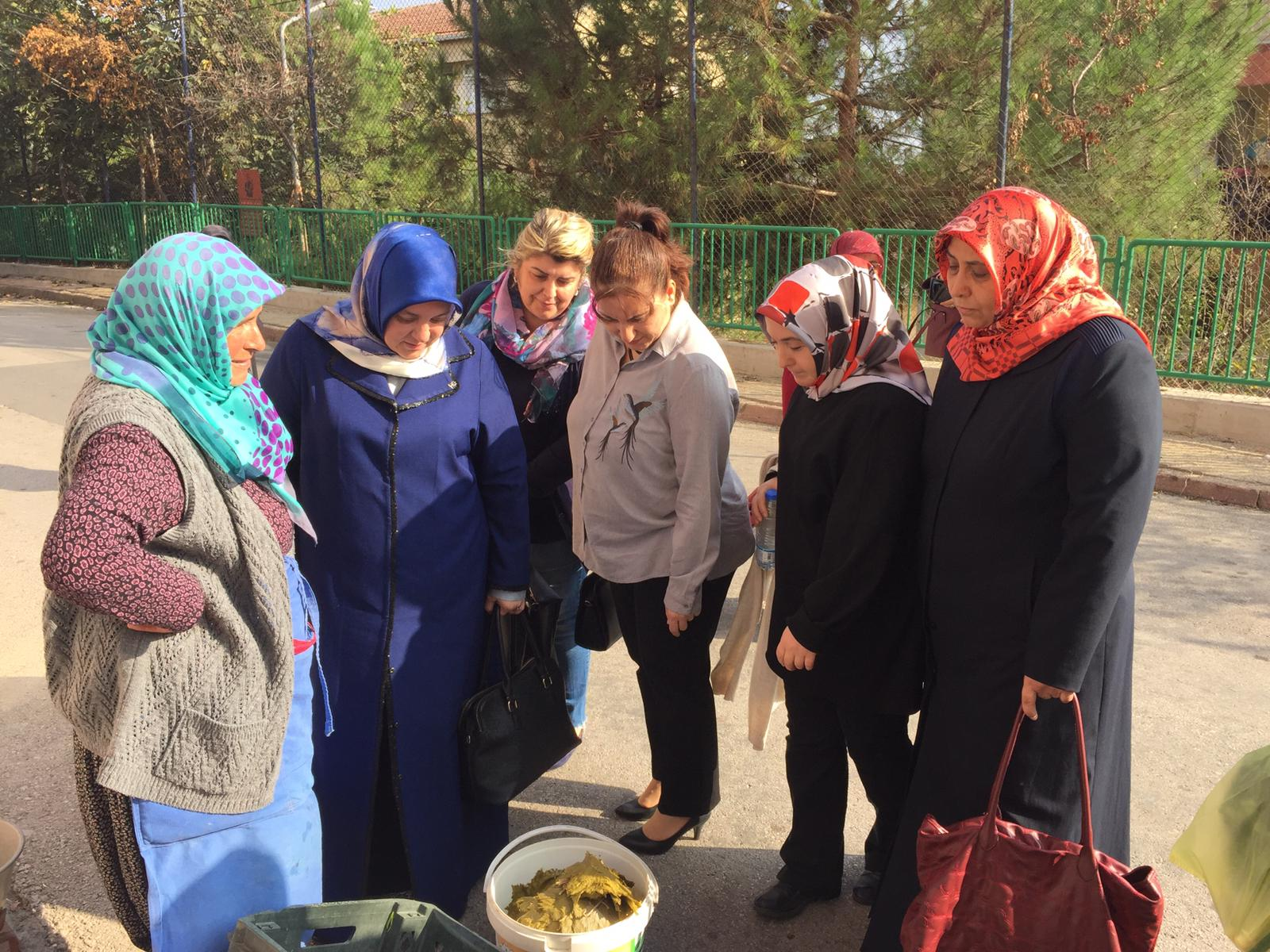 AK Kadınlardan Pazarcılara Ziyaret