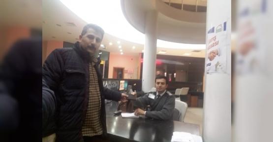ATM'DE UNUTULAN CÜZDANI  ZABITAYA TESLİM ETTİ