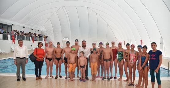 İzmit Belediyesi'nin Yüzme Bilmeyen Kalmasın Projesi Model Oldu
