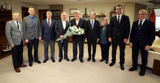 """Uyar;""""Başkan Karaosmanoğlu Kentin Duayen Öğretmenidir"""""""