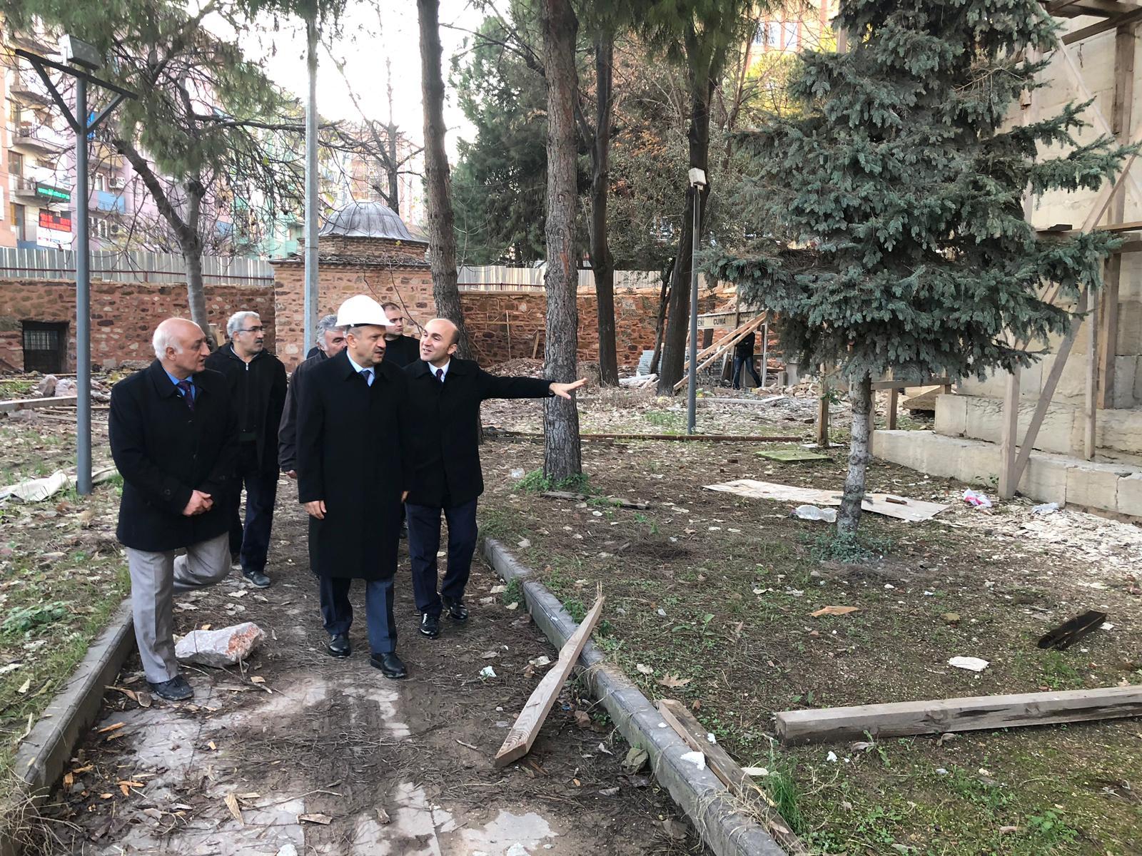 Işık, Yeni Cuma Camii'nin Restorasyon Çalışmalarını Yerinde İnceledi