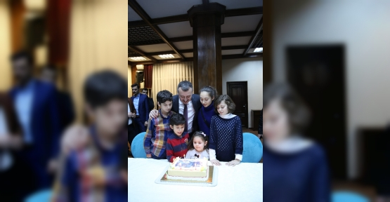 Hoca'ya Ailesinden Doğum Günü Sürprizi