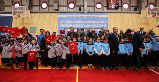 """Karaosmanoğlu """"Hayata Sporla Pozitif Bakan Gençlik İstiyoruz"""""""