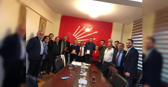 CHP MECLİS ÜYELERİNE PLAKET