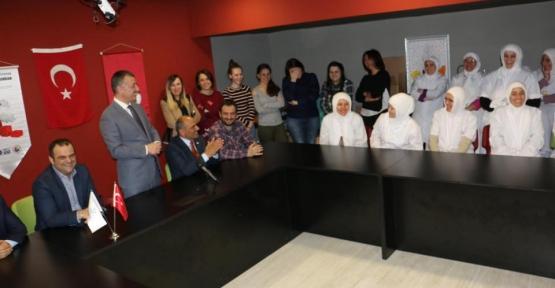 Tahir Büyükakın  Göçmen Börek'i Ziyaret Etti