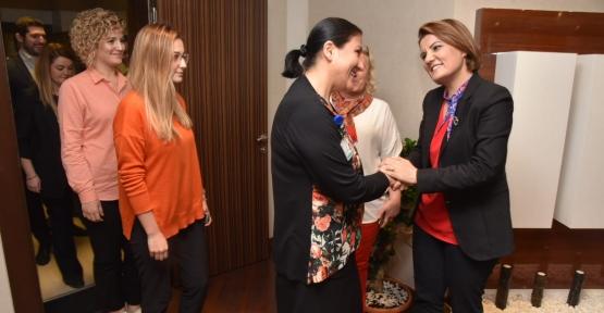 Başkan Hürriyet, Personelle Tanıştı