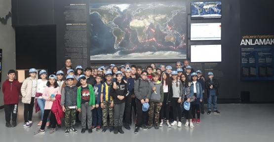 Bilecik'ten Deprem Müzesini Görmeye Geldiler