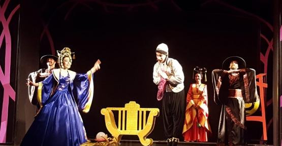 İzmir Devlet Tiyatroları Sahnesinde Kocaeli Şehir Tiyatroları İmzası