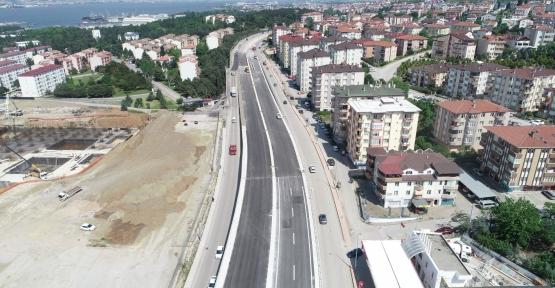 Yüzbaşılar Kavşağı'nda köprü üstü asfalt serimi tamamlandı