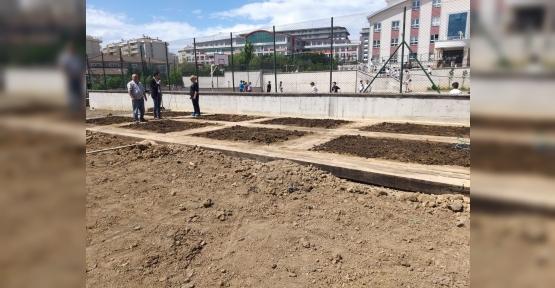 """Çocukları Toprak İle Buluşturan Proje;  """"Üretken Mutlu Çocuklar Bahçesi"""""""