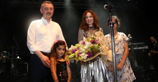 Kocaeli Fuarı, Nil Karaibrahimgil konseriyle kapılarını açtı