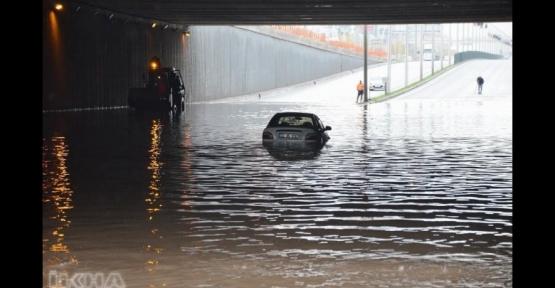 Yoğun Yağış Alt Geçidi Tıkadı