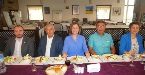 Başkan Hürriyetten İYİ Partiye Yemek