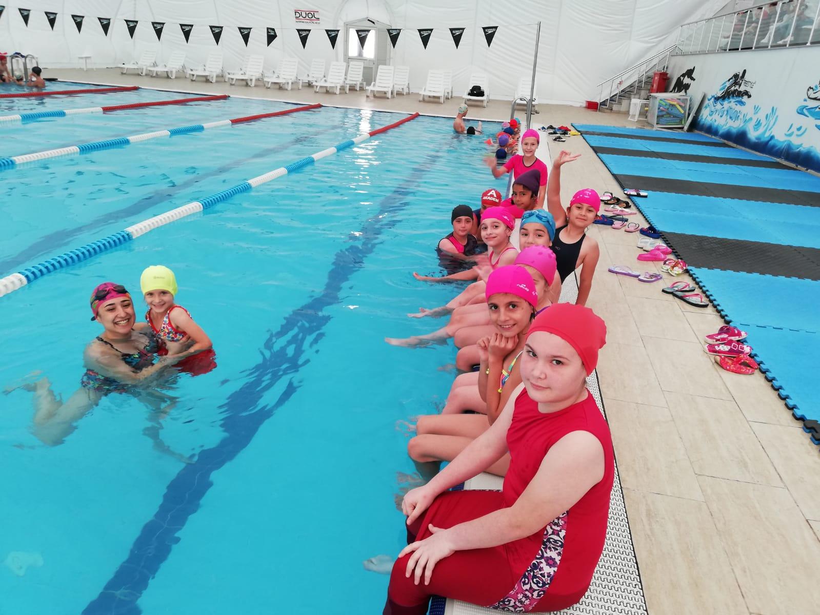 Çocuklardan Başkan Hürriyet'e Teşekkür Var  Bedava Yüzme Öğreniyorlar