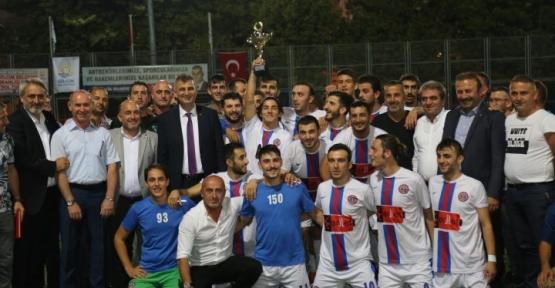Şampiyon  Kupasını Başkan Sezer Verdi