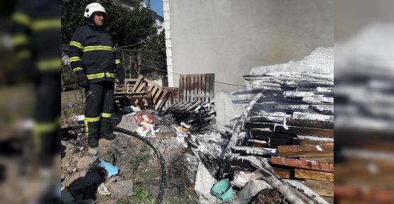 Açıktaki Paletler Tutuştu, Bina Yanma Tehlikesi Yaşadı