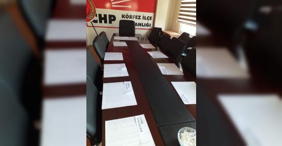 CHP'de Listeler Askıda