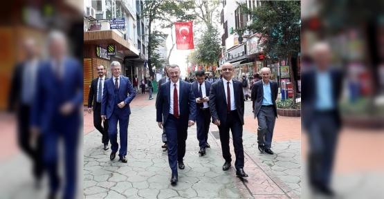 Başkan Büyükakın, İzmit Caddelerini Turladı