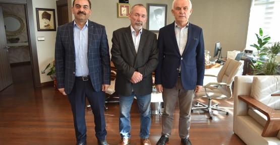 Başkan Hürriyet'ten Piyangocu Cafer Öziri'ye Tatil Hediyesi