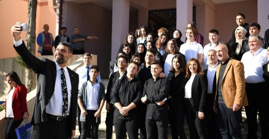 Başkan Kocaman Kartepe Anadolu Lisesinde Gençlerle