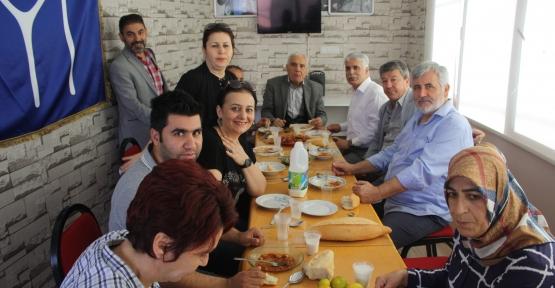 İYİ Parti'de Her Öğlen Yemek Var
