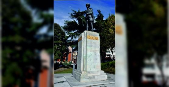 İzmit Belediyesi Atatürk Anıtı'nı Bakıma Alacak