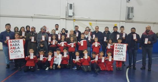 Çocuklar Antrenmanda Veliler Kan Bağışında