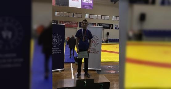 İzmit Belediyesporlu Genç Güreşçi, İlimizi Temsil Edecek