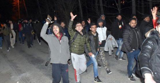 Sınıra Gitmek İsteyen Suriyelilere Otobüs Desteği