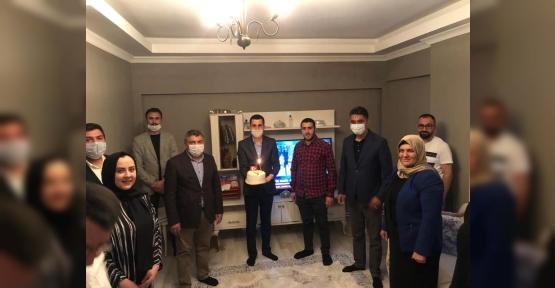 AK Genç Dilovası'ndan 19 Mayıs Doğumlu Gençlere Sürpriz
