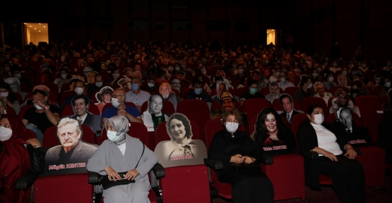 Tiyatro Severler Ustalarla Yan Yana