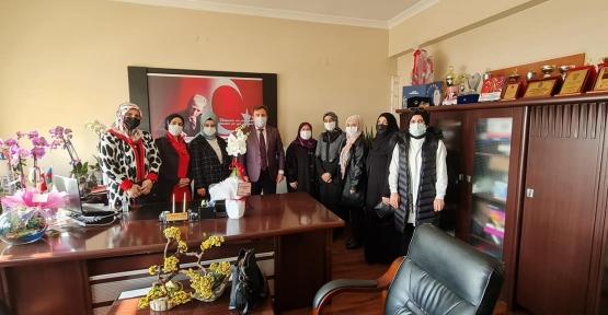 AK Partili Kadınlardan Kurt'a Tebrik Ziyareti