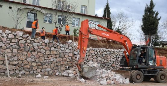 Çöken İstinat Duvarı Yenilendi