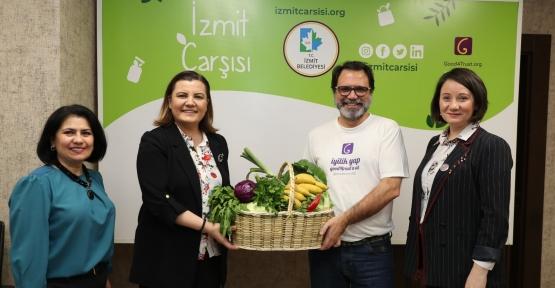 İzmit Çarsısı Türkiye'ye Açıldı