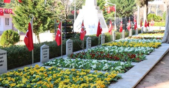 Kocaeli'de Şehitlikler Çiçek Açtı