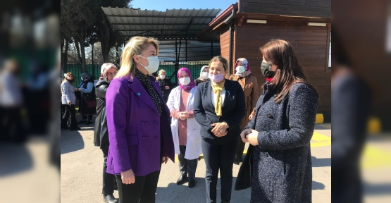 İYİ Kadınlar 8 Mart'ı Emekçi Kadınlarla Birlikte Geçirdi