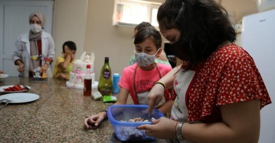 Bu Atölye Gençlere Ev Becerileri Kazandırıyor