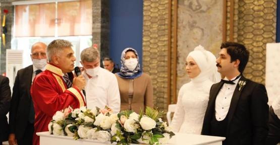 Metin Dan Kızını Evlendirdi