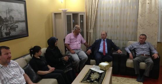 Ak Parti Körfez vatandaşı evinde ziyaret ediyor
